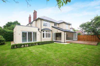 4 Bedrooms Detached House for sale in Knutsford Road, Alderley Edge, Cheshire