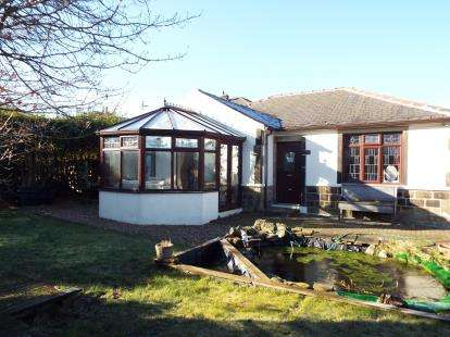 2 Bedrooms Bungalow for sale in Spring Way, Keighley, West Yorkshire