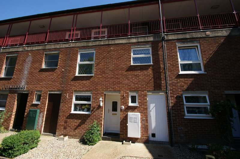 3 Bedrooms Maisonette Flat for sale in Langley Walk, Norwich
