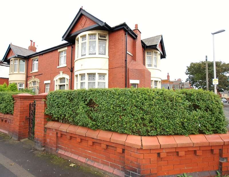 4 Bedrooms Semi Detached House for sale in Watson Road, Blackpool