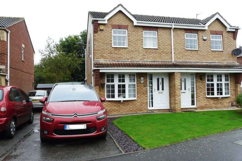 3 Bedrooms Semi Detached House for sale in Lingfield Close, Saxilby