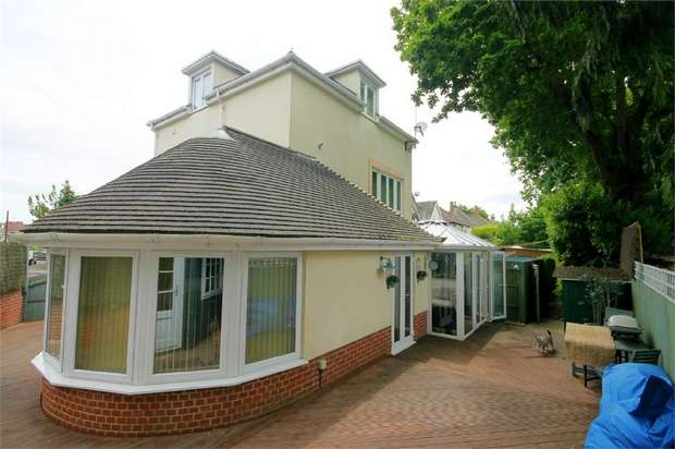 3 Bedrooms Detached House for sale in Ashley Cross, Lower Parkstone, Poole