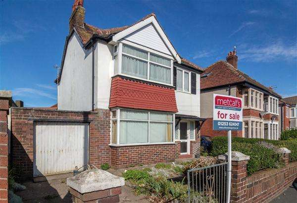 3 Bedrooms Detached House for sale in Gresham Road, Thornton-Cleveleys