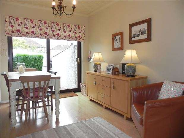 3 Bedrooms Semi Detached House for sale in Mount Hill Road, Hanham, BS15 9SU