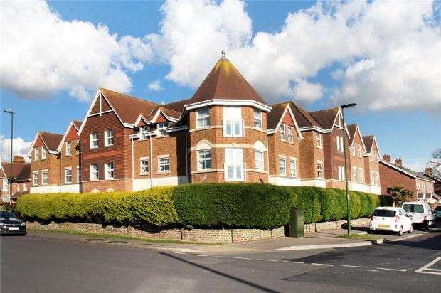 2 Bedrooms Apartment Flat for sale in Tamarisk, 1 Manor Road, East Preston, West Sussex, BN16