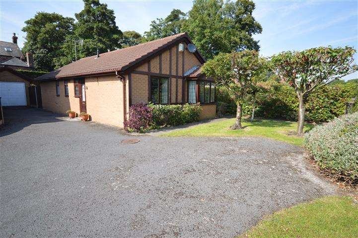 3 Bedrooms Detached Bungalow for sale in Montfort Drive, Grassendale, Liverpool, L19