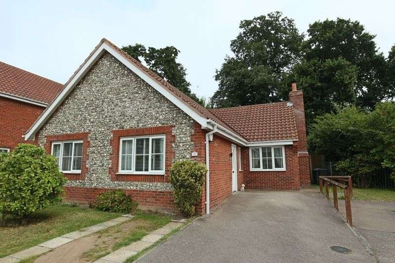 3 Bedrooms Bungalow for sale in The Pastures, Lowestoft