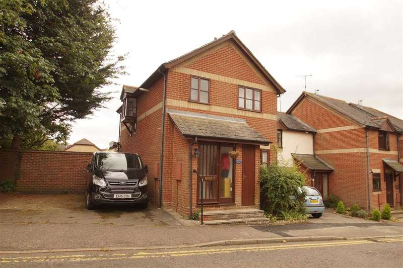3 Bedrooms Semi Detached House for sale in Essex Hall Road, Colchester
