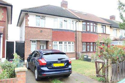 3 Bedrooms Semi Detached House for sale in Redbridge