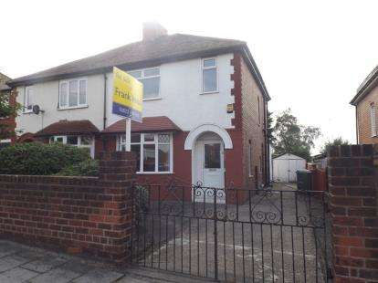 3 Bedrooms Semi Detached House for sale in Carisbrooke Avenue, Mansfield, Nottinghamshire