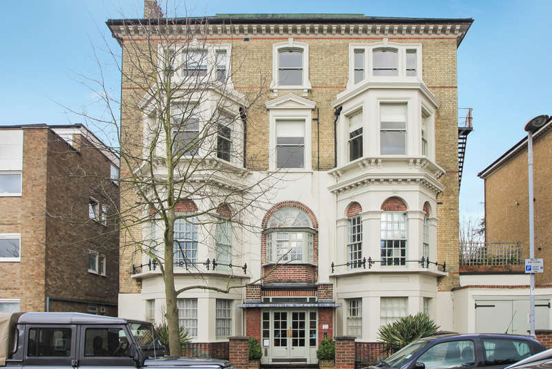 2 Bedrooms Flat for sale in Avenue Elmers, Surbiton