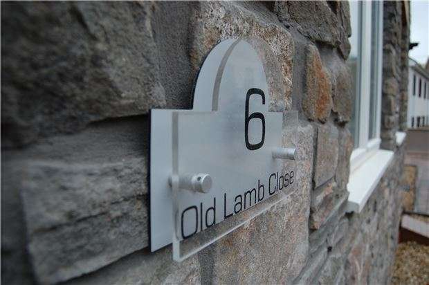 3 Bedrooms Semi Detached House for sale in Old Lamb Close, Crews Hole, Bristol, BS5 8FP