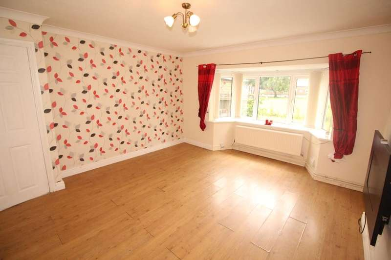 2 Bedrooms Flat for sale in Elmfield Avenue Elmfield Avenue, Atherton, Manchester, M46