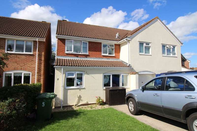 3 Bedrooms Semi Detached House for sale in Wren Close, Frome