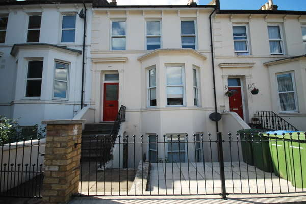 6 Bedrooms House for sale in Burrage Road, Woolwich SE18, SE18