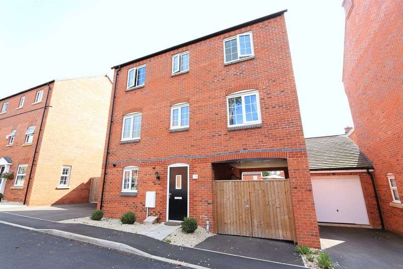 4 Bedrooms Detached House for sale in Bradgate Close, Narborough