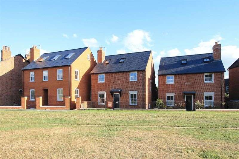 4 Bedrooms Detached House for sale in The Green, Ripley