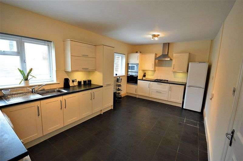 3 Bedrooms Semi Detached House for sale in Sycamore Road, Pontypool
