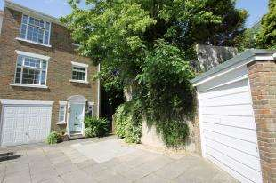 4 Bedrooms End Of Terrace House for sale in Heathfield Close, Midhurst, West Sussex