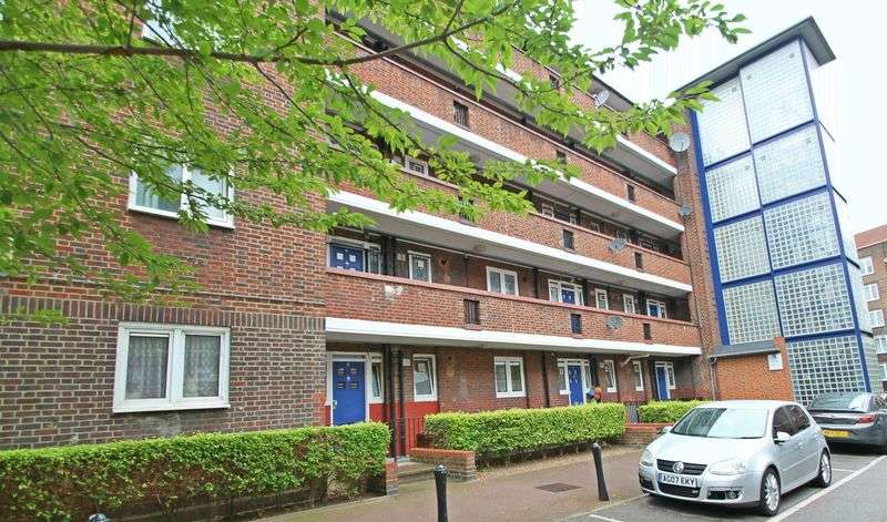 4 Bedrooms Flat for sale in Thomas House, Morning Lane, E9