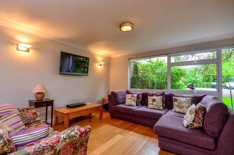 2 Bedrooms Flat for rent in Harrowdene Gardens, Teddington, TW11