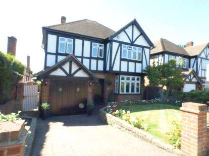 3 Bedrooms Detached House for sale in Gidea Park