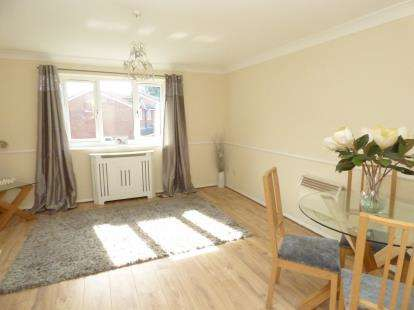 2 Bedrooms Flat for sale in Hornchurch