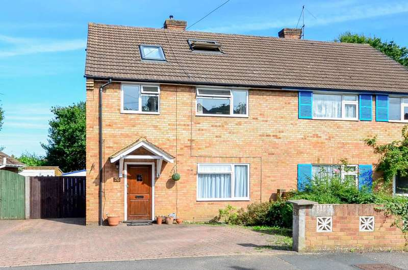 4 Bedrooms House for sale in Hillside Close, Knaphill, GU21