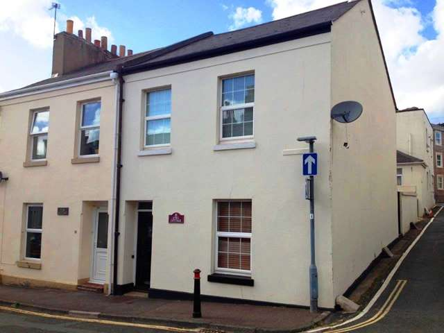 3 Bedrooms End Of Terrace House for sale in Deceptively spacious THREE BEDROOM end terrace property within close proximity to Torquay Town Centre