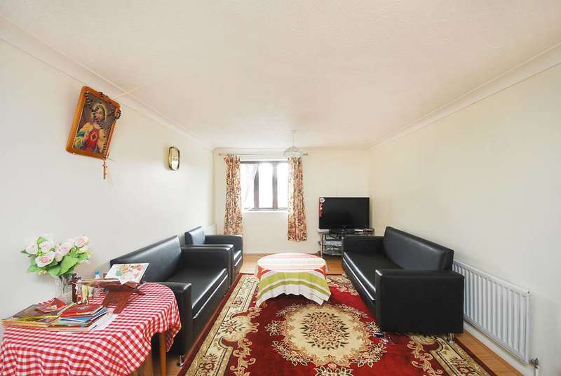 2 Bedrooms Flat for sale in Ashbourne Road, Tooting, CR4