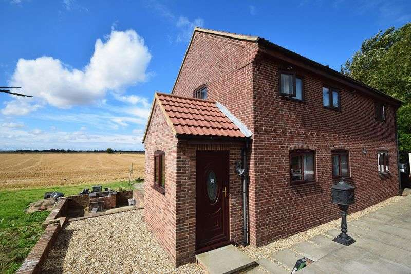 3 Bedrooms Detached House for sale in South Road, Louth