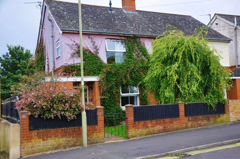 3 Bedrooms Semi Detached House for sale in Mylen Road, Andover