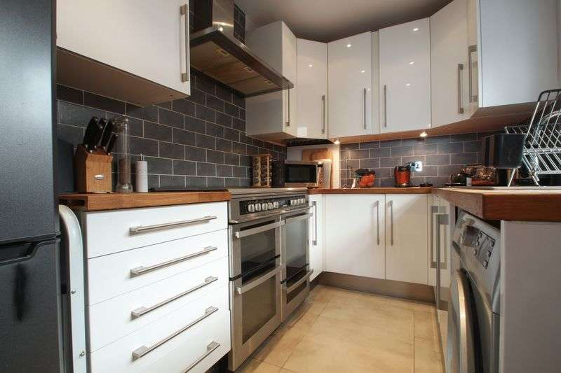 2 Bedrooms Terraced House for sale in Waldeck Road, Dartford