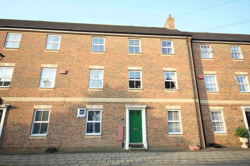 3 Bedrooms Town House for sale in Queensgate, Aylesbury