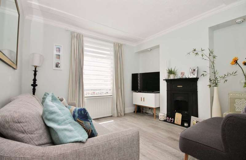 2 Bedrooms Semi Detached House for sale in Northcote Road, New Malden
