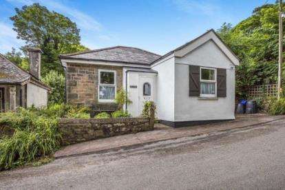 3 Bedrooms Bungalow for sale in Troon, Camborne, Uk