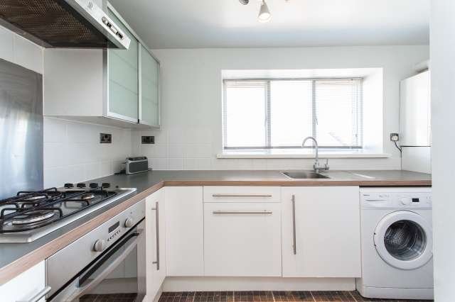 2 Bedrooms Flat for sale in Park Road, Hamilton, South Lanarkshire, ML3 6PD