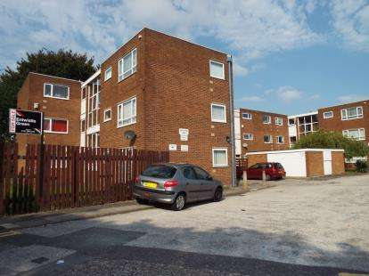 1 Bedroom Flat for sale in South Park Court, Kirkby, Liverpool, Merseyside, L32
