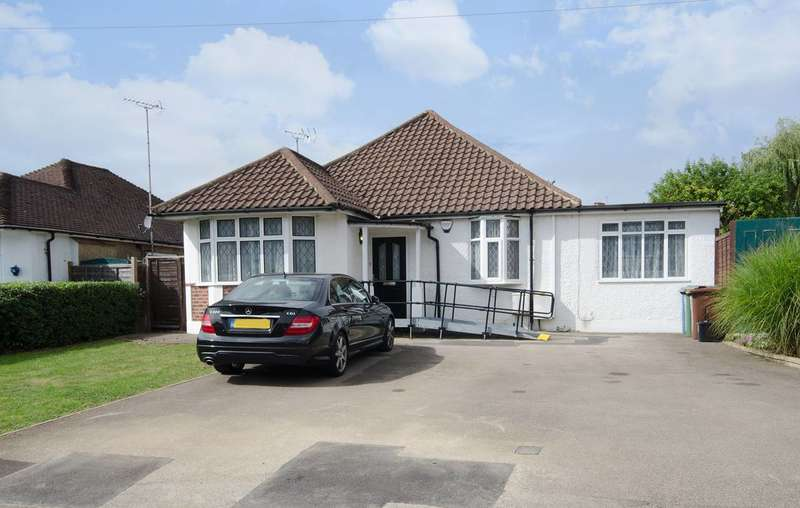 4 Bedrooms Bungalow for sale in Southbourne Close, Pinner, HA5