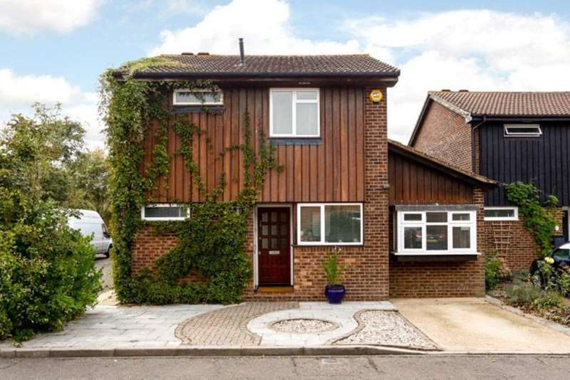 5 Bedrooms Detached House for sale in Morland Close