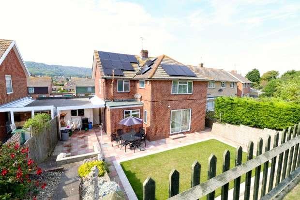 4 Bedrooms Detached House for sale in Cobbold Avenue, Eastbourne, BN21