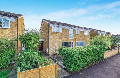4 Bedrooms Semi Detached House for sale in Churchill Way, Sandy, Bedfordshire, United Kingdom
