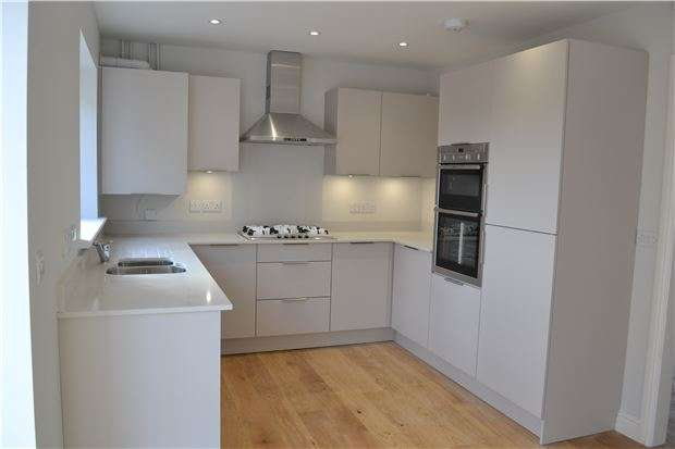 3 Bedrooms Terraced House for sale in Axbridge Road, BRISTOL, BS4 2RX