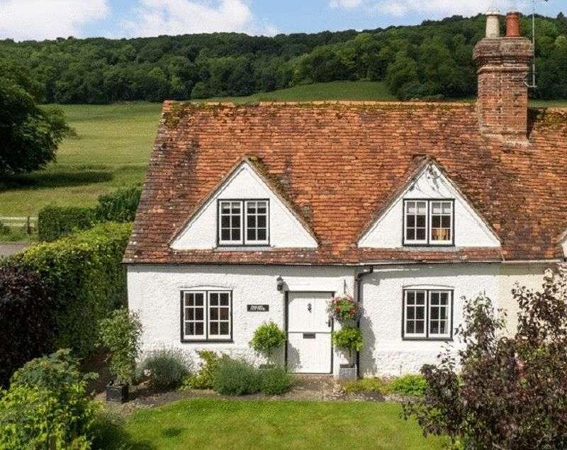 2 Bedrooms Semi Detached House for sale in Hambleden Valley. Skirmett.