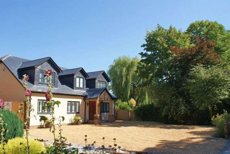 4 Bedrooms Detached House for sale in Hurst, Berkshire.