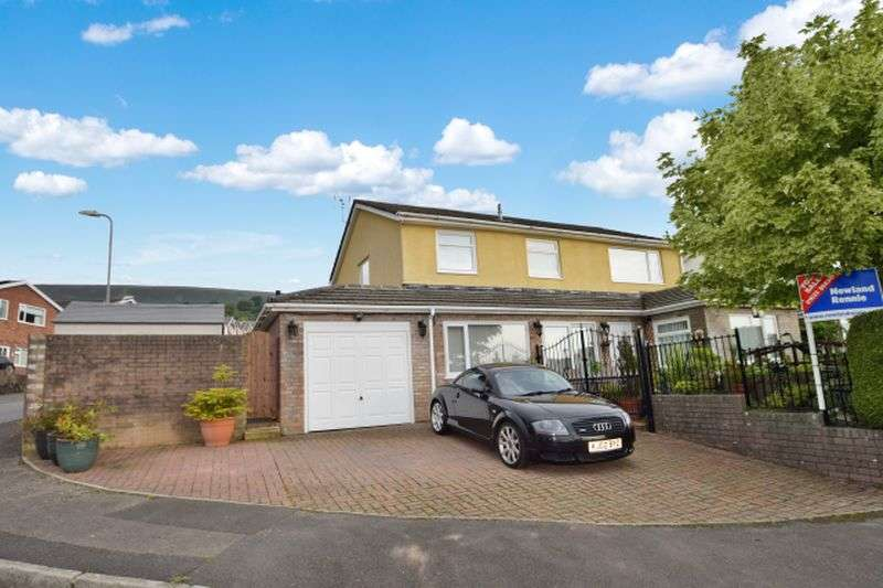 5 Bedrooms Detached House for sale in Wellington Drive, Maes Y Rhiw