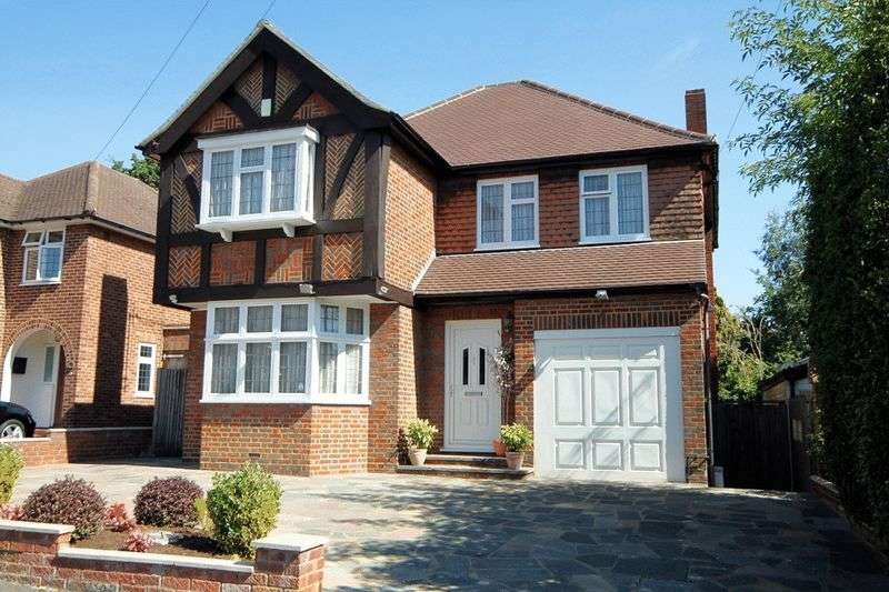 4 Bedrooms Detached House for sale in Winscombe Way, Stanmore