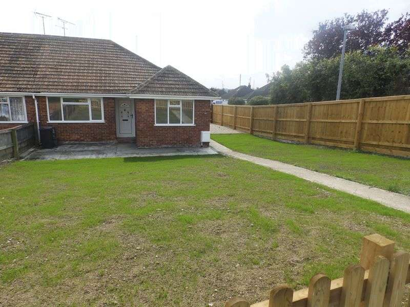 3 Bedrooms Semi Detached Bungalow for sale in Oxford Road, Stratton St Margaret