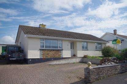 3 Bedrooms Bungalow for sale in Wadebridge, Cornwall