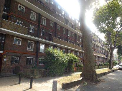 2 Bedrooms Flat for sale in Eric Fletcher Court, Essex Road, London